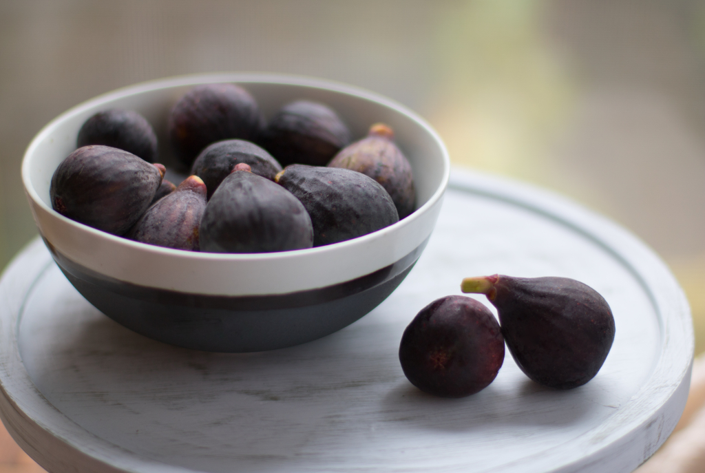 Figs-on-stand